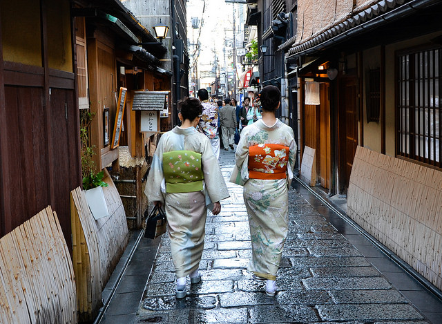All about Kimono and Yukata: The Differences, How To Wear & Buy