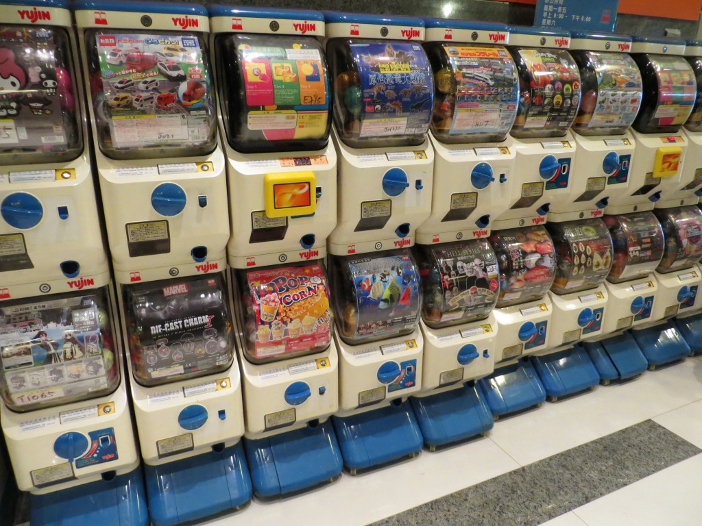 Japanese Capsule Toys : Gashapon beware one capsule toy is never enough from